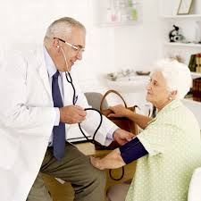 visite-medicale-personne-agees